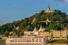 Templos de Sagaing na manhã Fotos de Stock