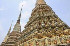 Templos de Spired, Tailândia Fotos de Stock Royalty Free