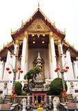 Templos de Wat Suthat en Bangkok Tailandia Imagen de archivo libre de regalías