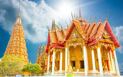 Templos e iglesia de la pagoda de Bhuddist en lugar del viaje de Tailandia Imágenes de archivo libres de regalías