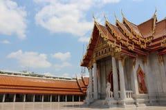 templos em Banguecoque, céu, Tailândia foto de stock royalty free