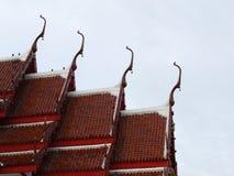 Templos rojos de Buda del tejado del arte Imágenes de archivo libres de regalías