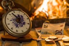 Tempo é dinheiro, o fogo é próximo Fotografia de Stock Royalty Free