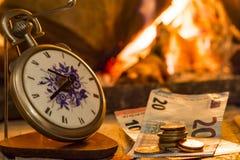 Tempo é dinheiro, o fogo é próximo Imagem de Stock Royalty Free