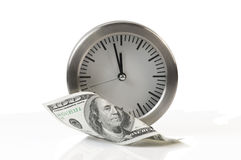 Tempo é dinheiro pulso de disparo e dólares Imagem de Stock