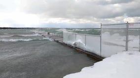 Tempo ativo - tempestade da neve do inverno no Lago Huron video estoque