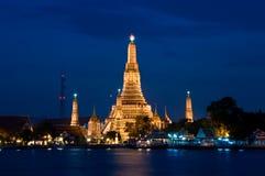 Tempo crepuscular em Wat Arun imagem de stock royalty free