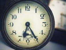 Tempo d'annata dell'esposizione dell'orologio concettuale Immagine Stock