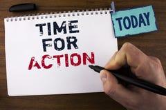 Tempo da escrita do texto da escrita para a ação O significado do conceito não senta a iniciativa inativa da tomada obtém o traba Imagens de Stock