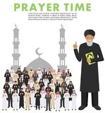 Tempo da oração Povos árabes muçulmanos rezando e mullah da posição diferente na roupa árabe tradicional Paisanos com quran islam ilustração stock