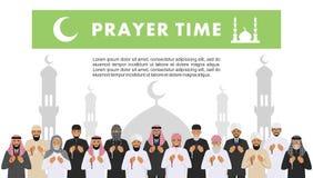 Tempo da oração Povos árabes muçulmanos rezando e mullah da posição diferente na roupa árabe tradicional Paisanos com quran islam ilustração royalty free