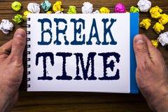 Tempo da ruptura da exibição do texto da escrita Conceito do negócio para a pausa da parada da oficina do trabalho escrita no liv Foto de Stock Royalty Free