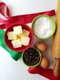 Tempo de cozimento do feriado - fitas e ingredientes da cookie com o pino do rolo da herança imagens de stock