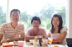 Tempo de jantar feliz Foto de Stock Royalty Free
