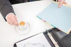 Tempo del caffè prima di lavoro Fotografie Stock Libere da Diritti