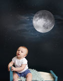 Tempo del letto di bambino, luna e notte stellata Fotografia Stock