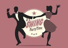 Tempo del partito dell'oscillazione: Siluette di giovani coppie che indossano i retro vestiti che ballano oscillazione o lindy ho Fotografia Stock