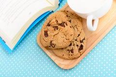 Tempo del tè dei biscotti di pepita di cioccolato Fotografie Stock