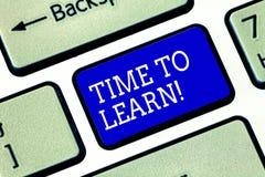 Tempo del testo della scrittura di imparare Il significato di concetto ottiene la conoscenza nuova o l'abilità educativa o la chi fotografia stock libera da diritti