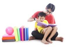 Tempo della lettura della famiglia Fotografia Stock