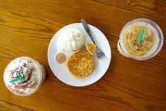Tempo della pausa caffè alla caffetteria Vista superiore fotografia stock