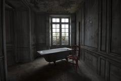 Tempo di Bading in una casa abbandonata fotografia stock libera da diritti