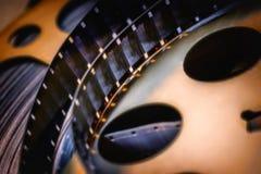 Tempo di film una vecchia bobina di film di svolgimento immagine stock