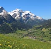 Tempo di primavera nelle alpi svizzere Immagine Stock Libera da Diritti