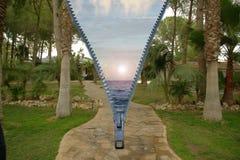 Tempo di restOpen chiusura lampo con la doppia immagine Mare e palme Fotografie Stock Libere da Diritti
