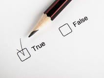 Tempo di scegliere falso vero Fotografia Stock Libera da Diritti