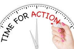 Tempo di scrittura della mano della donna per il messaggio di azione con l'indicatore rosso sul TR Fotografia Stock Libera da Diritti