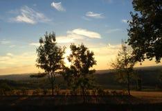 Tempo di tramonto, paesaggi con le colline intorno alla città di Bologna, Italia fotografia stock libera da diritti