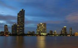 Tempo di ViewNight da Chao Phraya River Immagine Stock Libera da Diritti