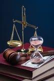 Tempo, dinheiro e justiça Fotos de Stock Royalty Free