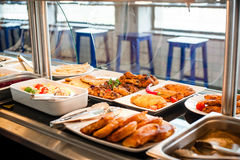 Tempo do almoço da exposição do alimento imagem de stock