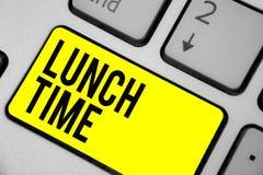 Tempo do almoço do texto da escrita da palavra Conceito do negócio para a refeição no meio do dia após o café da manhã e antes do ilustração do vetor
