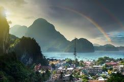 Tempo do arco-íris, EL Nido Palawan, Filipinas - imagem de stock
