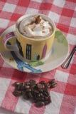 Tempo do café com um toque fotografia de stock
