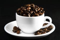Tempo do café, um copo dos feijões Foto de Stock