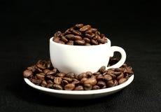 Tempo do café, um copo dos feijões Imagem de Stock