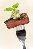 Tempo do gourmet, parte de um bife grelhado com erva Imagens de Stock
