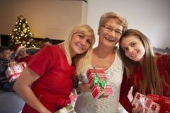 Tempo do Natal com família Fotos de Stock