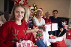 Tempo do Natal com família Imagens de Stock