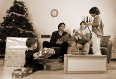 Tempo do Natal da família Imagens de Stock