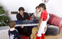 Tempo do Natal da família imagens de stock royalty free