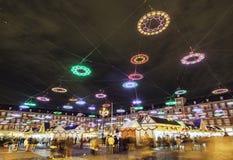 Tempo do Natal em plaza de prefeito em madrid na noite com IL imagem de stock