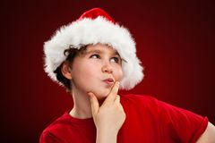 Tempo do Natal - menino com Santa Claus Hat fotografia de stock royalty free