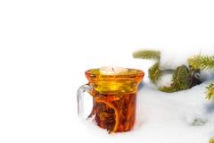 Tempo do Natal, vidro do vinho ferventado com especiarias Fotografia de Stock