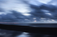 Tempo do oceano da reflexão da água da chuva Foto de Stock
