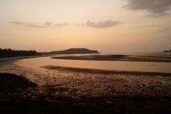Tempo do por do sol no rio de Chapora Goa, India Foto de Stock Royalty Free